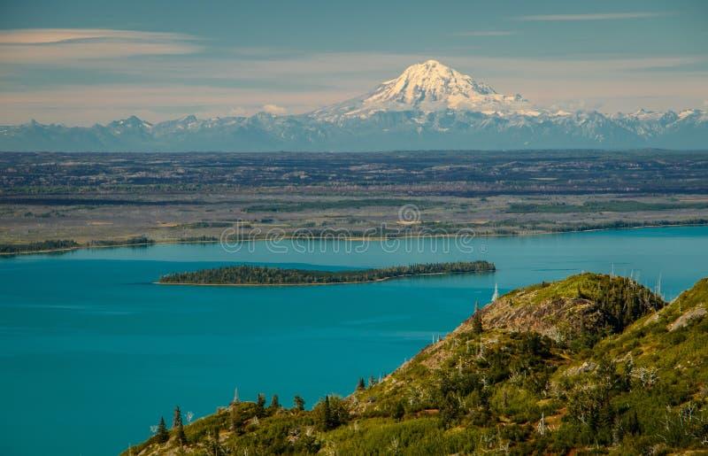 Mt Punto de vista de la reduda del lago Skilak en la península de Kenai, Alaska imagenes de archivo
