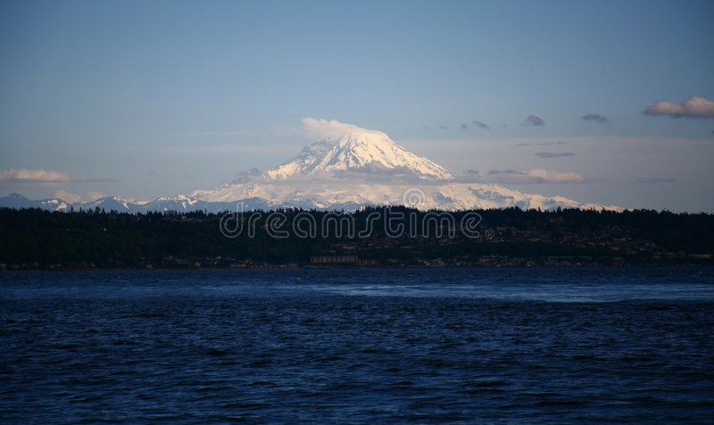 Mt. Rainer e som de Puget foto de stock royalty free