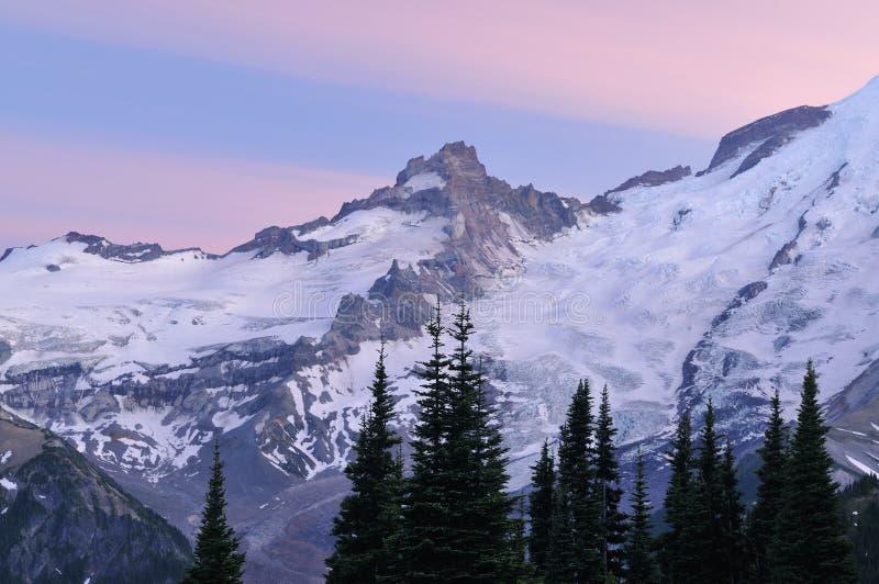 Mt. Ranier van de schemering royalty-vrije stock foto's