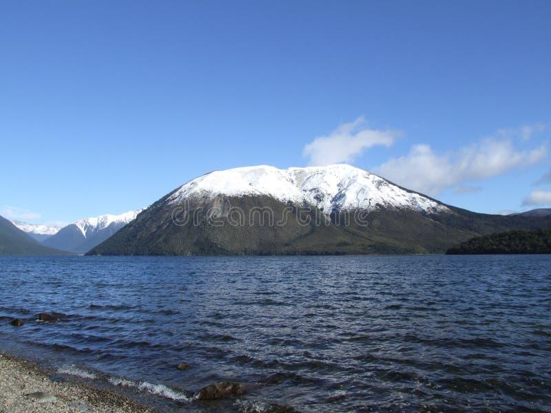 Mt Robert dans la neige image stock