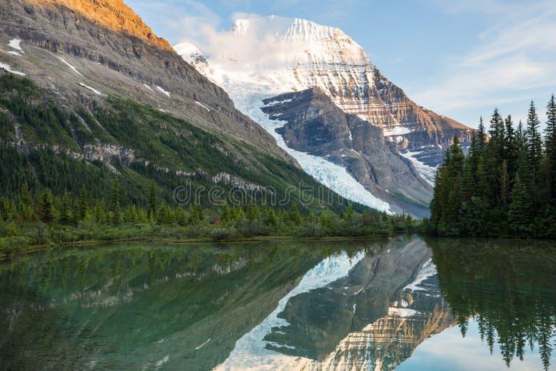 Mt Robson стоковое изображение rf