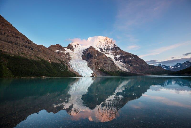 Mt Robson stockbilder