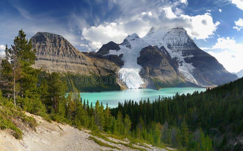 Mt Robson - Wspina się Robson prowincjonału parka, Kanadyjskie Skaliste góry obraz royalty free