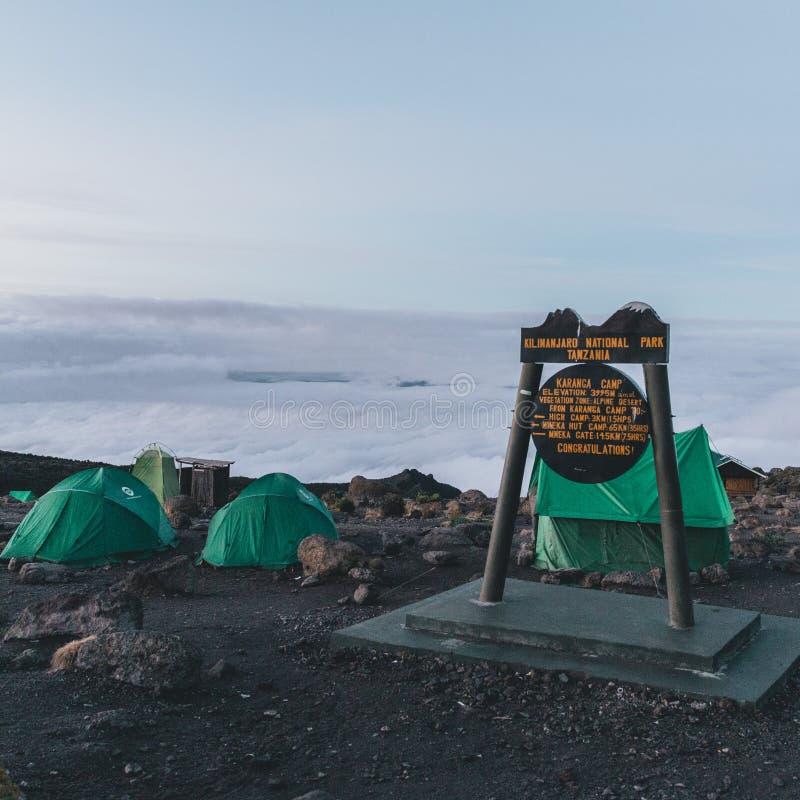 Mt s'élevant Kilimanjaro en Tanzanie Afrique photo libre de droits
