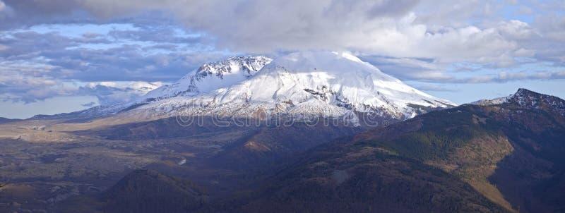 Mt ` S St. Helen Panoramablick mit drastischen Himmeln stockfotos