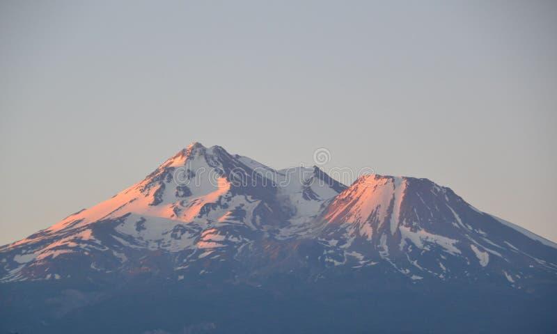 Mt Shasta alpenglow royalty free stock photos