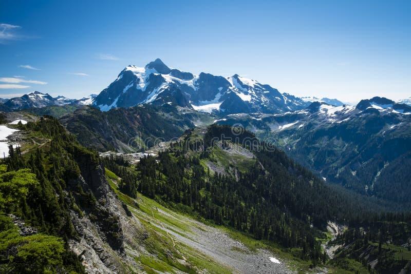 Mt Shuksan,华盛顿州小瀑布 免版税图库摄影