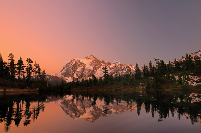 Mt Shuksan With Alpine Glow Royalty Free Stock Photos