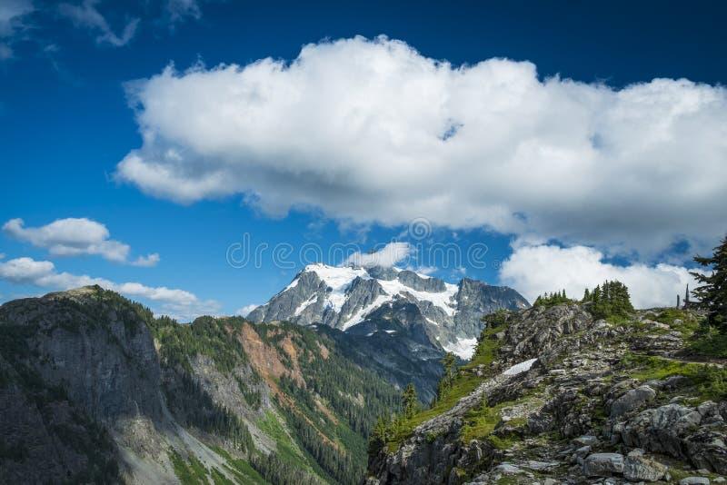 Mt Shuksan, cascades de l'état de Washington photo stock