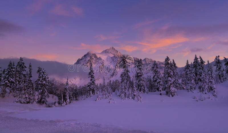 MT Shuksan in de Winter stock afbeelding