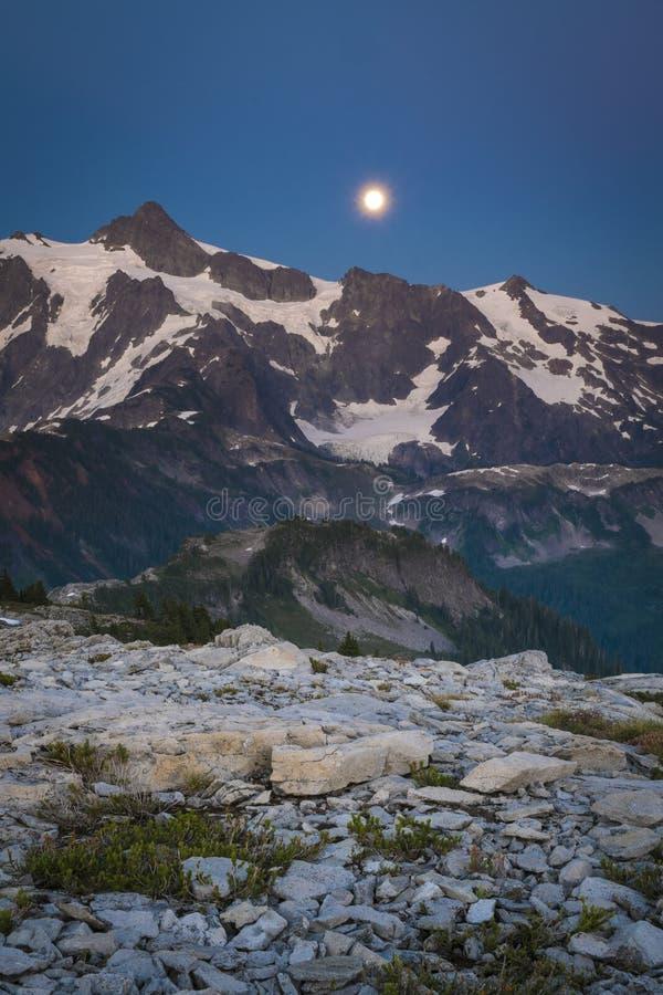 Mt Shuksan et l'augmentation musardent, gamme de cascade de l'état de Washington photo libre de droits