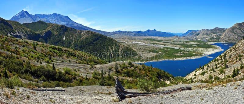 Mt St Helens avec le lac spirit, Washington image stock