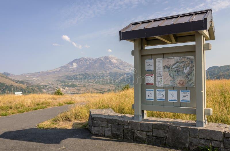 Mt St Helens et un panneau des instructions images libres de droits