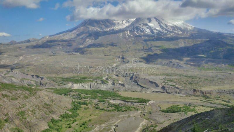 Mt St Helens un giorno leggermente nuvoloso immagini stock libere da diritti