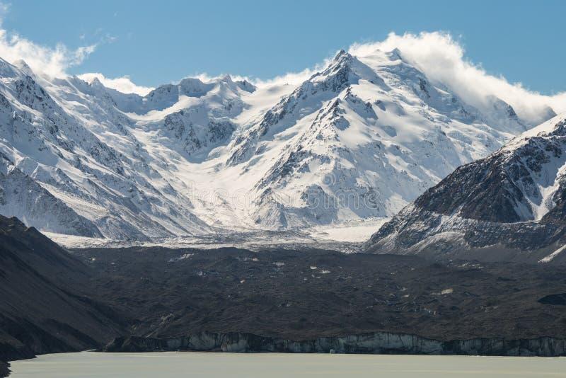 Mt Tasman с ледником стоковые изображения rf