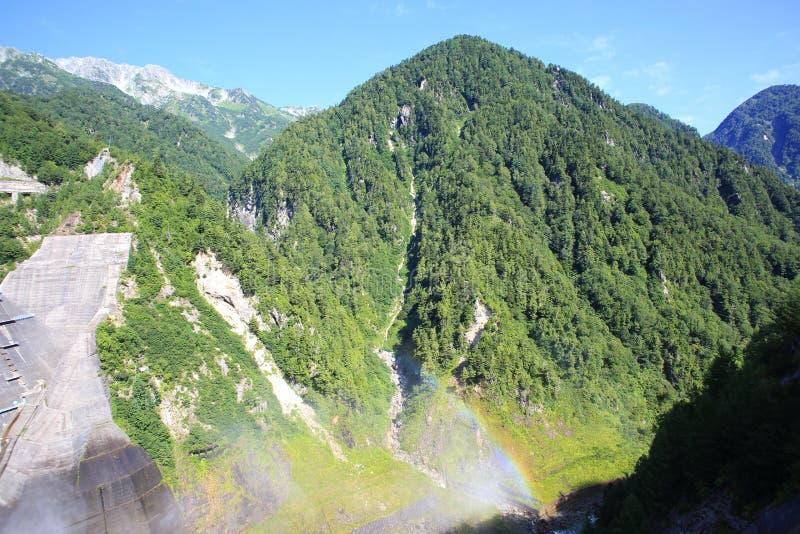 Mt Tateyama von Kurobe-Verdammung lizenzfreies stockbild