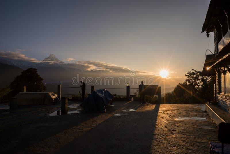 mt widok Washington Machapuchare przy wschodem słońca od Tadapani, Nepal obraz stock
