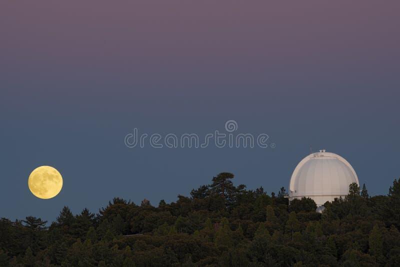 Mt Wilson Full Moon Rising fotos de archivo libres de regalías