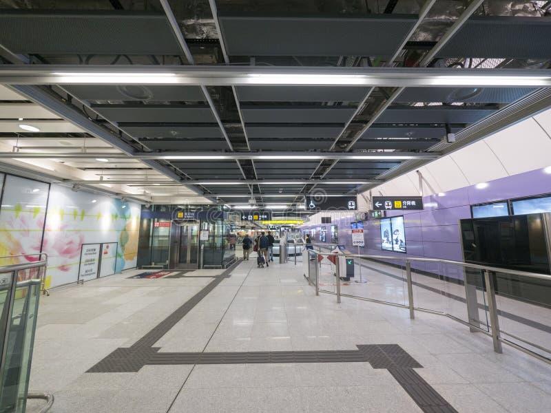 MTR Sai Ying kalambura staci concourse - rozszerzenie wyspy linia Zachodni okręg, Hong Kong obrazy royalty free