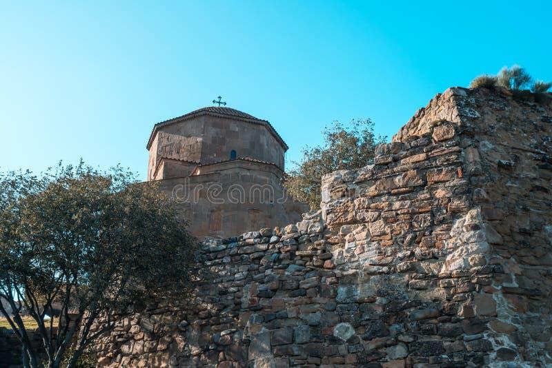 Mtskheta, Georgië De Oude Georgische Orthodoxe Kerk van Hulst royalty-vrije stock foto