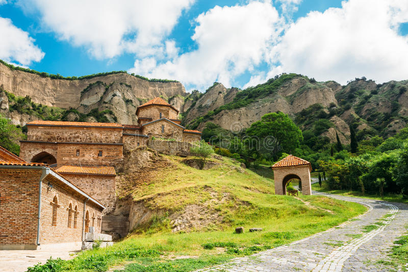 Mtskheta Georgia Живописный взгляд Shiomgvime, монастыря Shio-Mgvime стоковые изображения rf