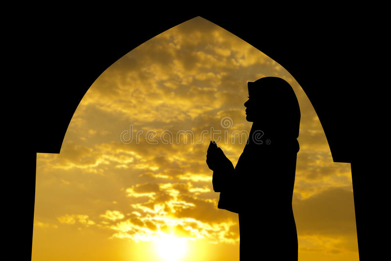 Muçulmanos que praying na mesquita foto de stock royalty free