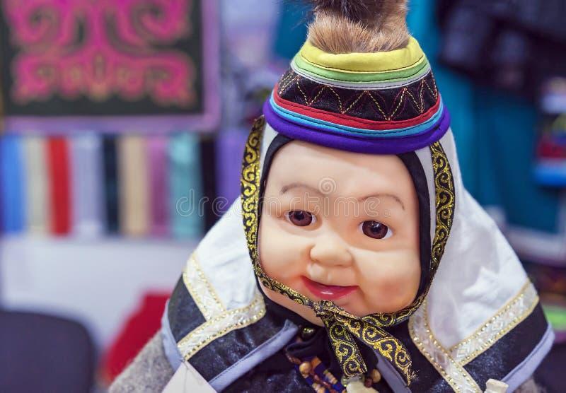 Muñeca étnica de la pequeña gente que vive en el norte de Siberia en Rusia fotos de archivo libres de regalías