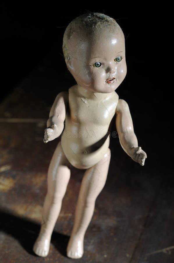 Muñeca antigua espeluznante fotos de archivo