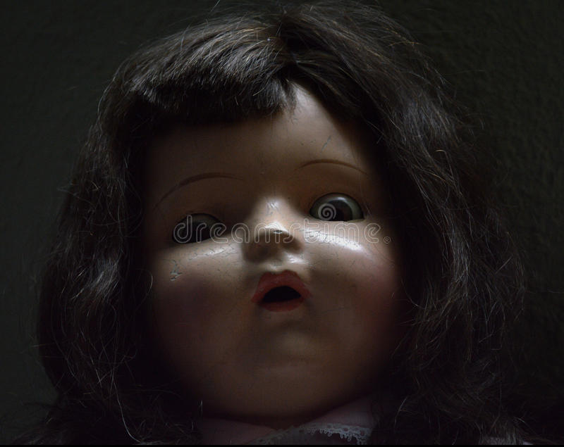 Muñeca antigua fantasmagórica imágenes de archivo libres de regalías