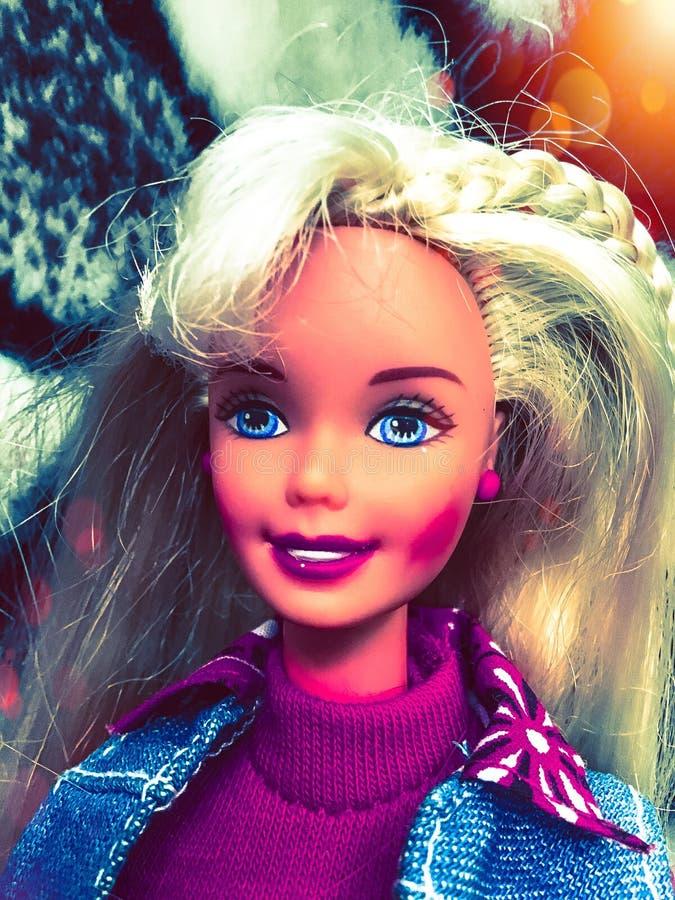 Muñeca bonita de barbie de la muchacha fotos de archivo libres de regalías