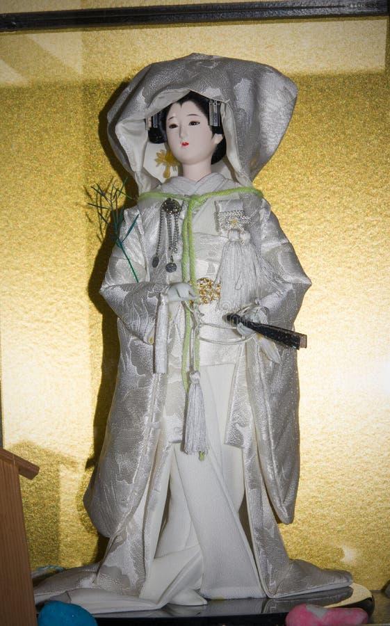 Muñeca con el vestido de boda japonés tradicional imagen de archivo