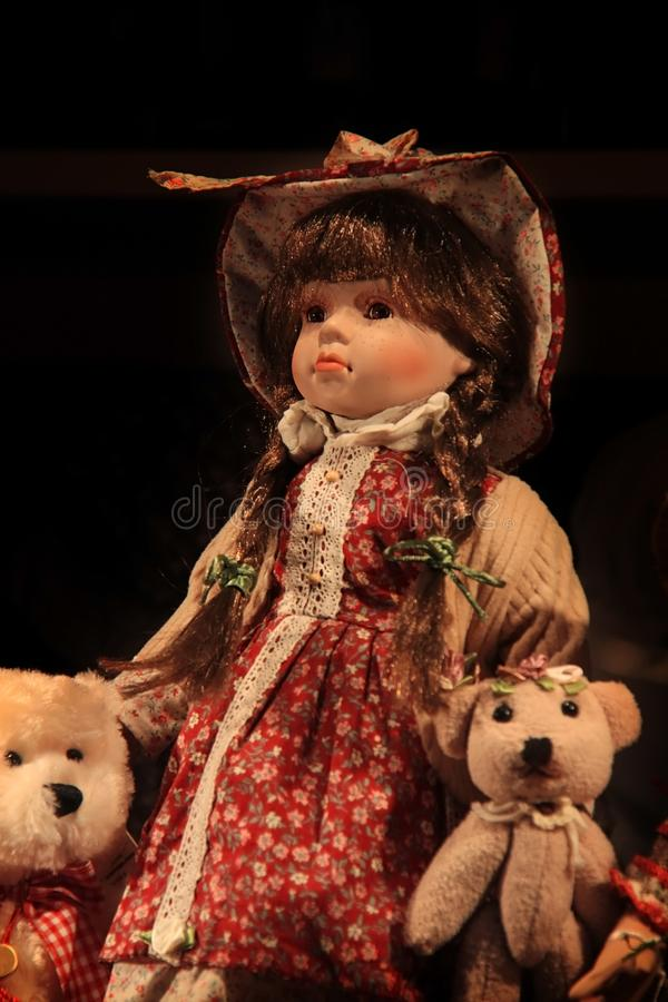Muñeca con Teddy Bears imagenes de archivo