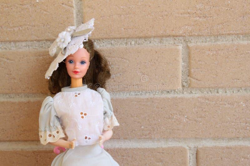 Muñeca de Barbie con el equipo 80s fotos de archivo