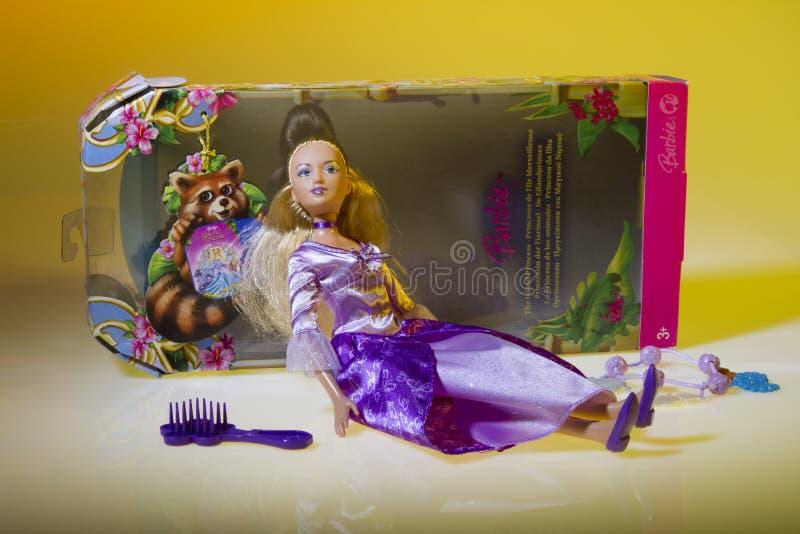 Muñeca de Barbie la princesa de la isla imagen de archivo libre de regalías