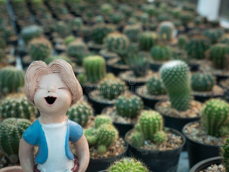 Muñeca de Little Boy en el cactus fotos de archivo libres de regalías