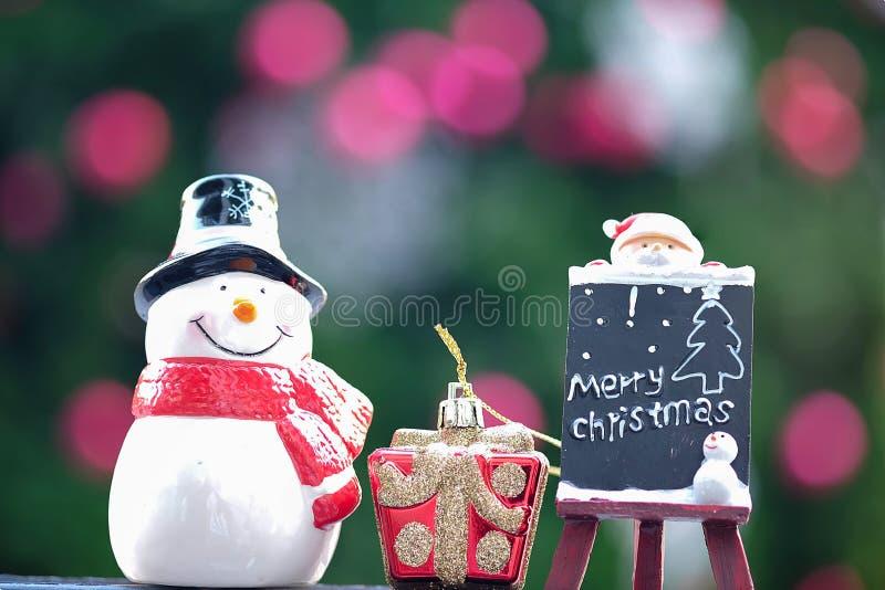 Muñeca del muñeco de nieve y de Papá Noel imagen de archivo libre de regalías