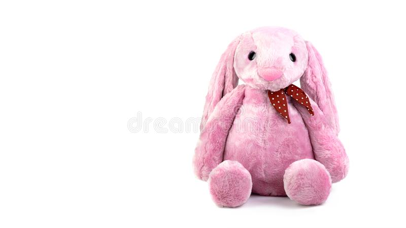 Muñeca rosada del conejo con los oídos grandes aislados en el fondo blanco Peluche lindo y piel mullida para los niños imagenes de archivo
