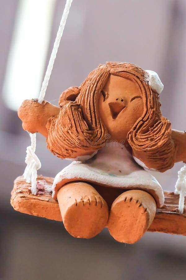 Muñeca sonriente hecha de la arcilla cocida imagen de archivo libre de regalías
