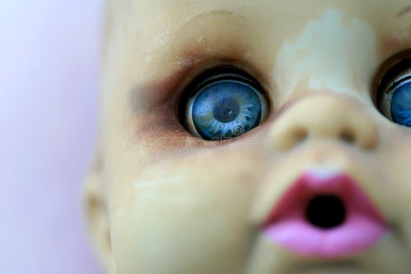 Muñeca vieja del juguete fotografía de archivo