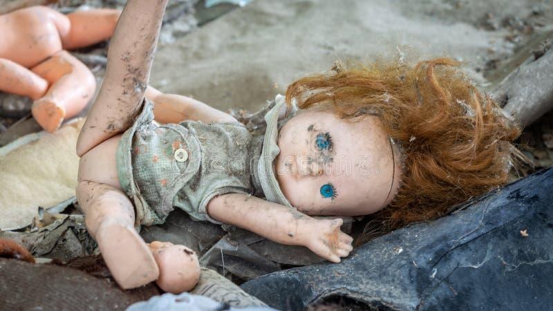 Muñeca vieja sucia fotos de archivo libres de regalías