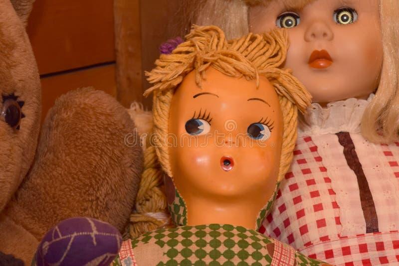 Muñecas con los ojos espeluznantes foto de archivo