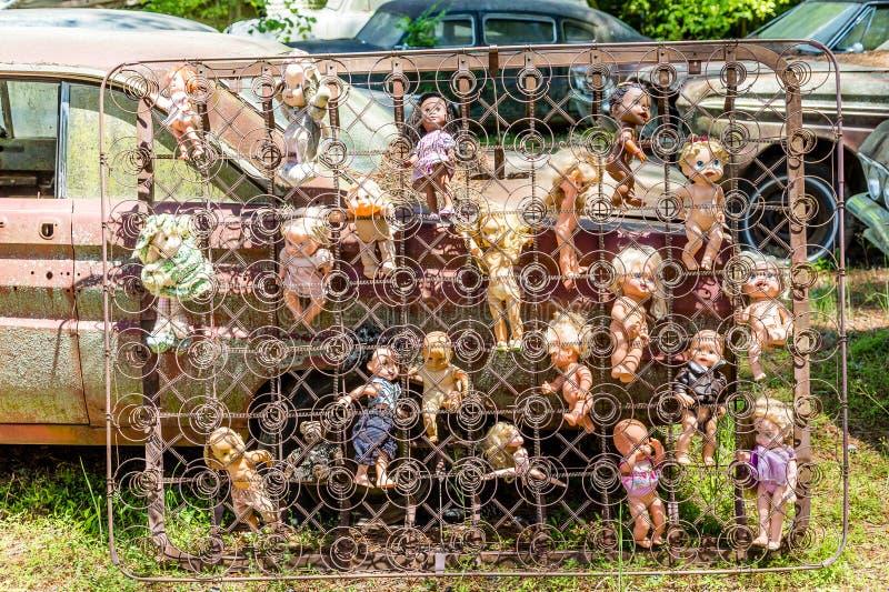 Muñecas en primaveras de caja fotografía de archivo libre de regalías