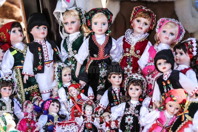 Muñecas vestidas tradicionales foto de archivo libre de regalías