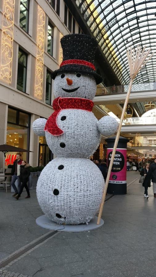 Muñeco de nieve en un centro comercial fotografía de archivo libre de regalías