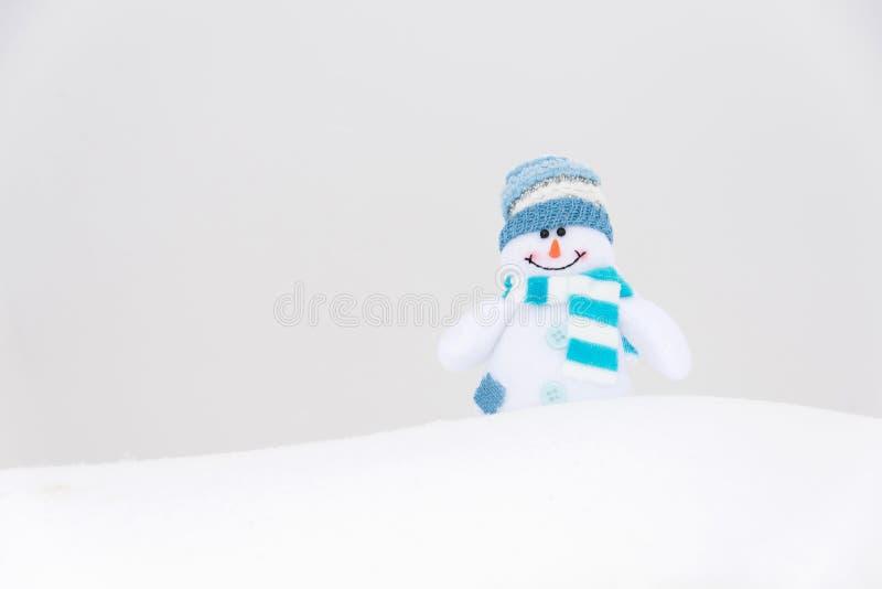 Muñeco de nieve feliz del invierno (espacio de la copia) imágenes de archivo libres de regalías
