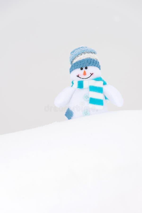 Muñeco de nieve feliz del invierno (espacio de la copia) fotografía de archivo