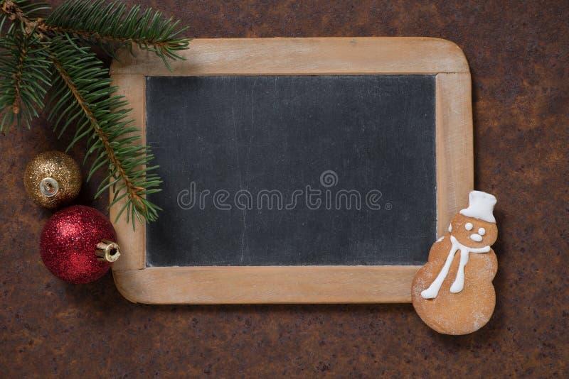 Muñeco de nieve de la pizarra y del pan de jengibre imagen de archivo libre de regalías
