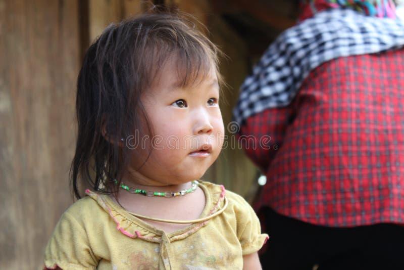 Mu Cang柴米大阳台领域的一个孩子 库存照片