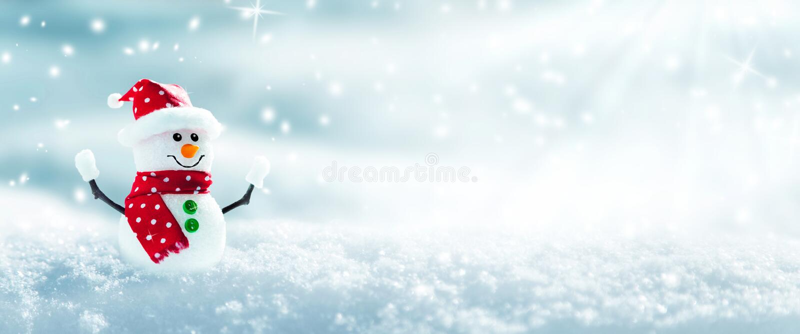 Mu?eco de nieve en la nieve fotografía de archivo libre de regalías