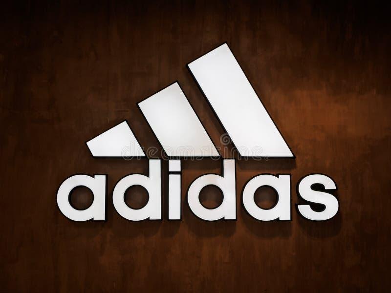 Muang, Nakhonratchasima/Таиланд - 27-ое апреля 2018: Логотип Adidas стоковое изображение